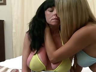 Old Wise Girl/girl Is Making Love With One Youthfull Chick